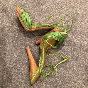 Report signature lime green sandals